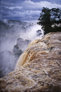Iguazu_waterfall_1